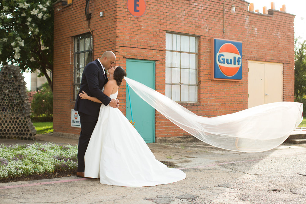 EMILY + JEREMY - Dallas wedding at Hickory Street Annex, June 2017 // Photography: Letter A Photography