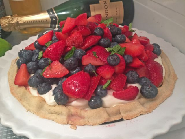 Berry Tart with Cream Filling
