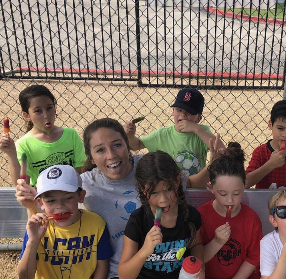 Houston Dash player Lindsay Agnew with Hidden Gems / YMCA Houston Players