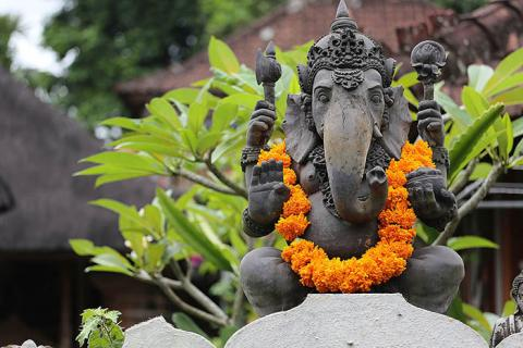 bali-yoga-retreat-mindful-vinyasa-sacred-temples-photos-35613.jpg