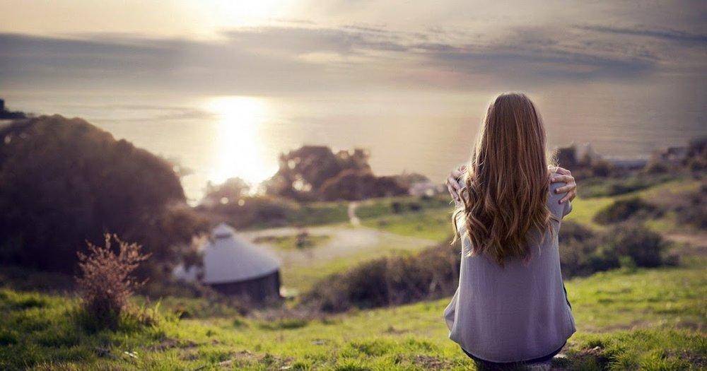 mulher-olhar-horizonte.jpg