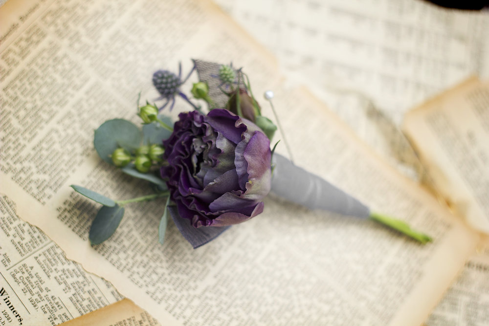 reduced_ss_boutonniere_lisianthus_eucalyptus_seaholly_.jpg