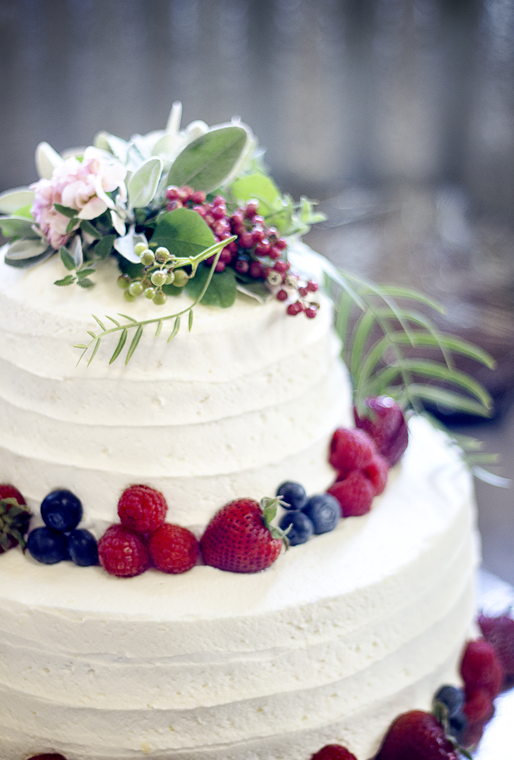 reduced_ss_pc_events_cake_marni_jacoby_pepperberry_flowers.jpg