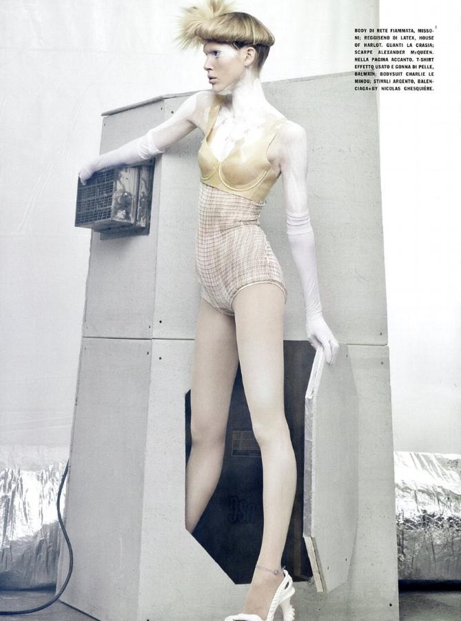 SBStudio_Editorial_Italian_Vogue_FEB_2010_Craig_McDean_3.jpg