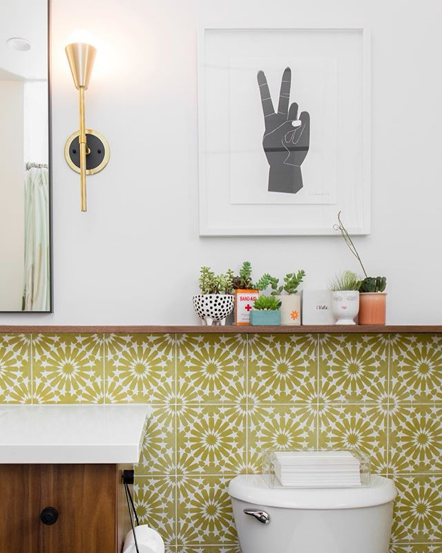 Happy Sunday! ✌🏼 Obsessed with how the #parkestates kids bathroom turned out! This fun tile added the right dose of pop! #gigikramerinteriors Photo: @rad__man