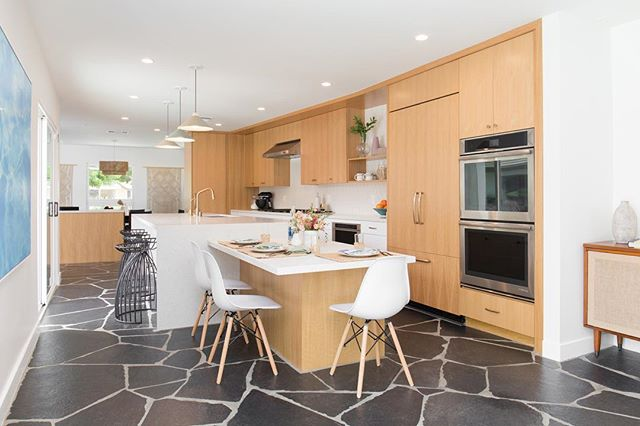 Modern finishes and an open floor plan welcomed a warm and inviting space for the #parkestates kitchen remodel! #gigikramerinteriors Photo: @rad__man