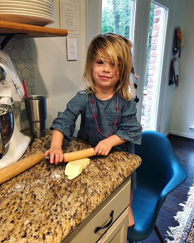 Cupcate has been an absolute delight the last few days. 😍😍😍 Today she helped me roll out dough, she washed the dishes (!!!), and she practiced her knife skills.
