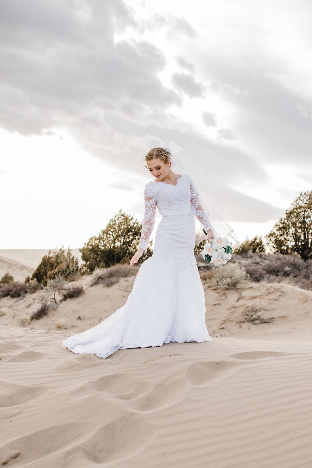 sand dunes rexburg bridals photography outdoor adventurous natural posing wedding photographer calli richards