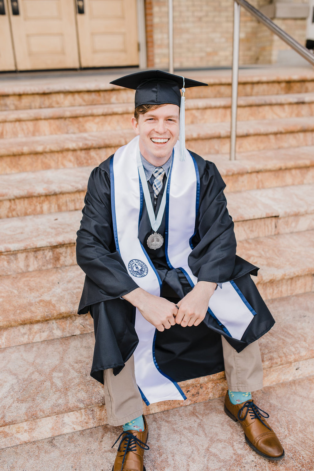 senior photos graduation photography photo shoot usu logan utah