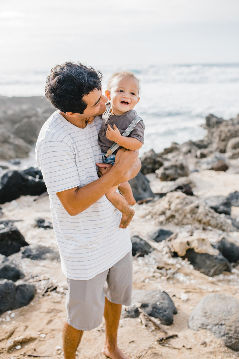 daddy and son pictures beach photos family photography honolulu hawaii north shore family photographer calli richards