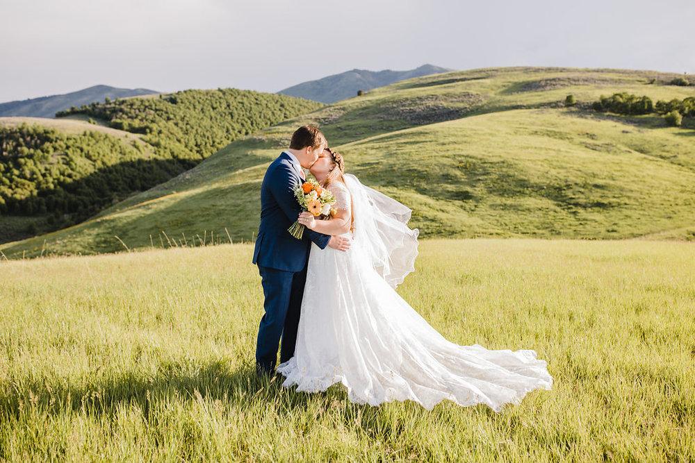 rolling hills wedding photography outdoor mountain photos logan utah wedding photographer
