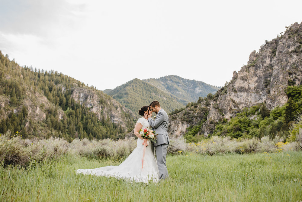 boulder co professional photographer specializing in wedding features relaxed natural posing book calli as your professoinal wedding photographer in boulder colorado