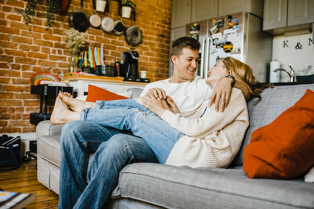 lifestyle photography couple on couch
