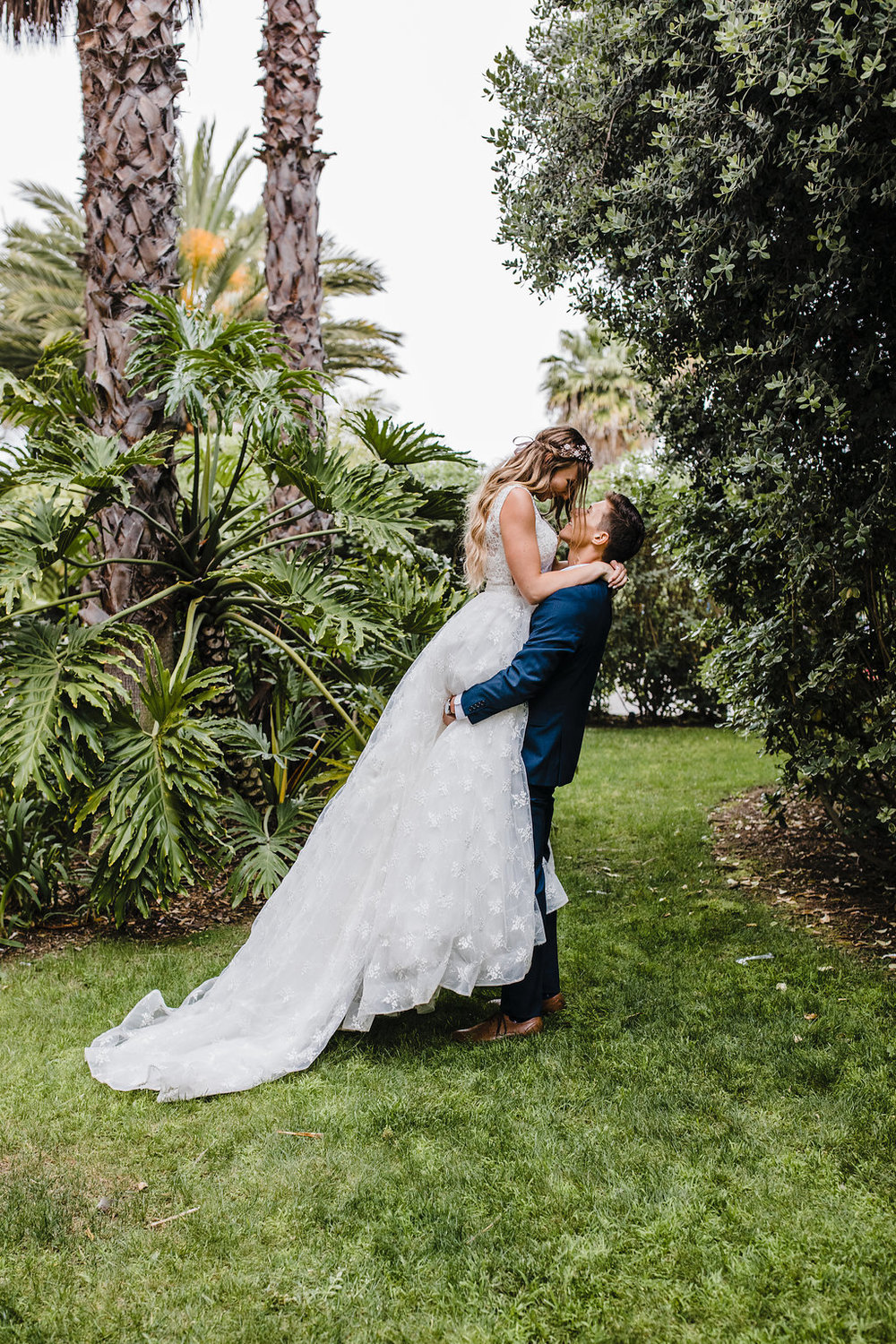 los angeles wedding day photography bride and groom palm trees