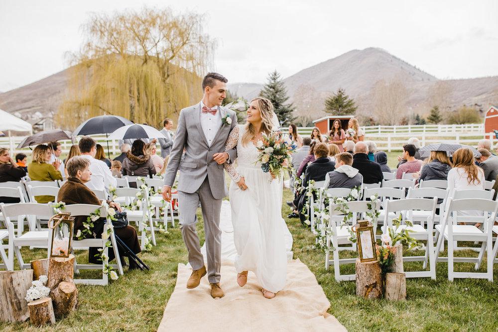 Best Professional Wedding Photographer in Aurora Colorado Outdoor Wedding Rainy Wedding Umbrellas Wedding Isle Wedding Exit Bride and Groom Wedding Bouquet
