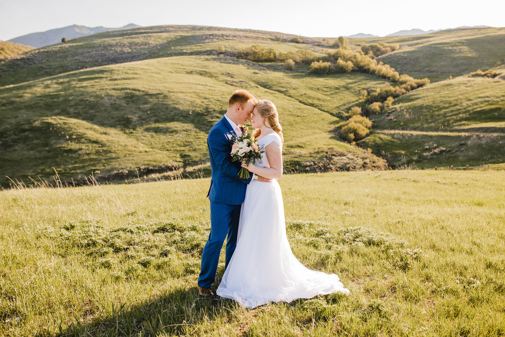 Best Professional Wedding Photographer in Aurora Colorado Wedding Bridals Outdoor Wedding Modest Wedding Dress Wedding Bouquet