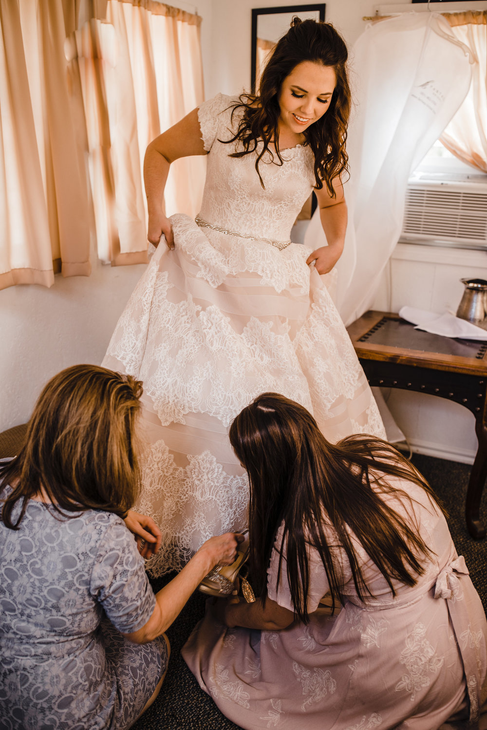 professional wedding photographer in provo utah wedding morning bridal suite getting ready