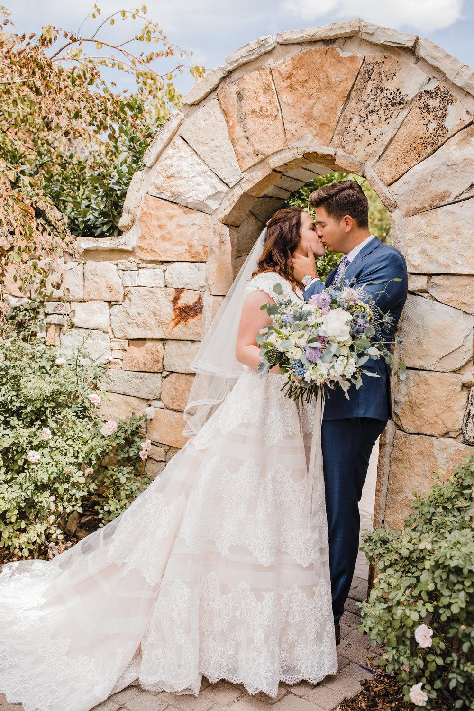 provo utah wedding photographer stone arch kissing romantic neutral wedding bouquet
