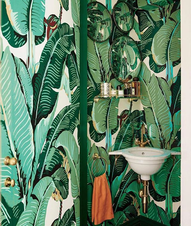 Tropical inspiration from @simonuptonphotos photographing @poppydelevingne 's powder room