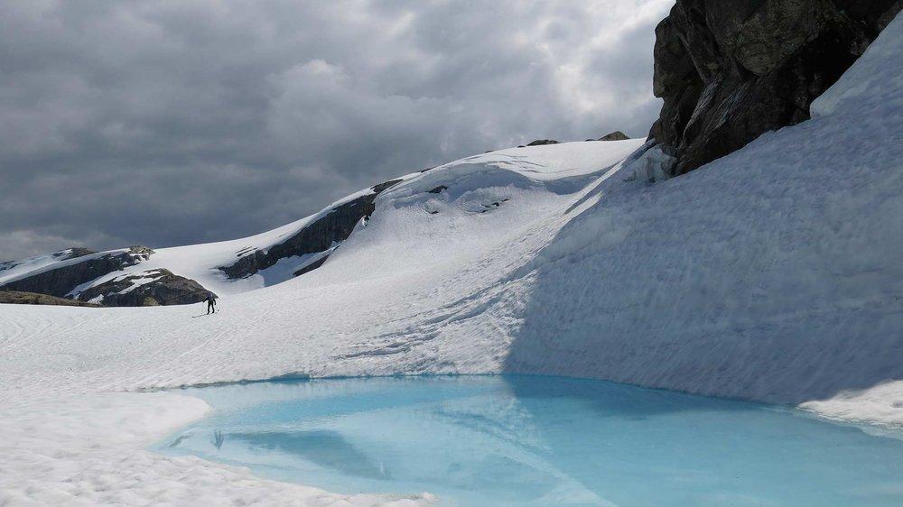 Vårskitur over Bukkenibba og Gjegnen byr på tre klimasoner. Vinteren har framleis overtaket ved Y-vatnet.