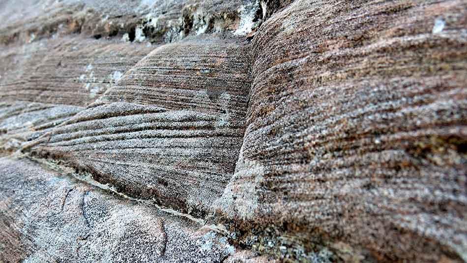 Elvevatnet førte med seg sand, stein og grus og bygde opp lag på lag med sandfjell
