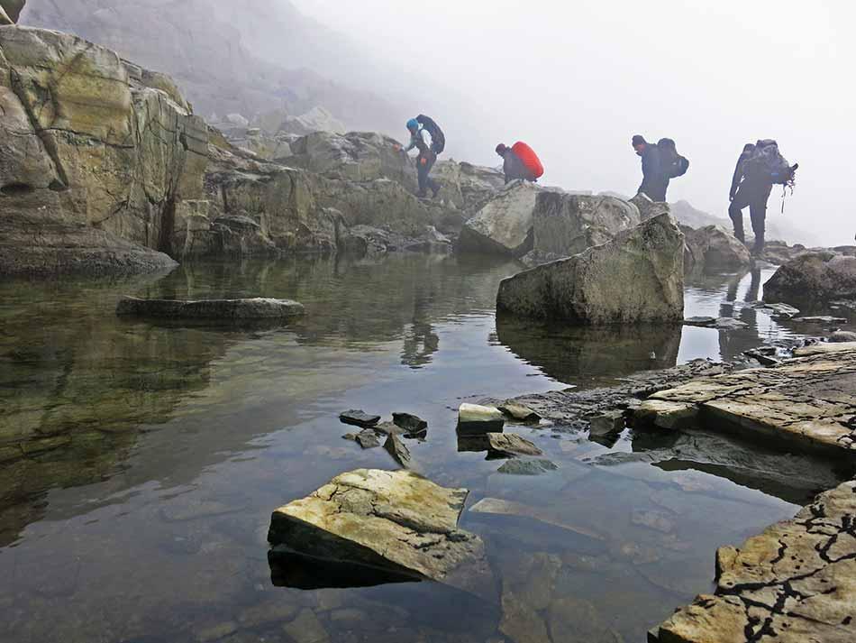 UTANFOR KOMFORTSONA : Ålfotbreen landskapsvernområde er eit av dei mest nedbørsrike område i landet. Ein tur over breen kan lett bli ein tur utanfor komfortsona.