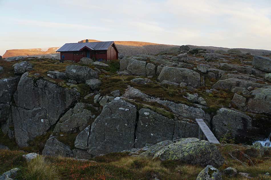 BLÅBREBU:  Mang ein fjellfarar har sendt ei varm takk til Flora Turlag. Blåbrebu er ein innfallsport til Ålfotbreen og ei av dei største og trivelegaste sjølvbeteningshyttene i Sogn og Fjordane.