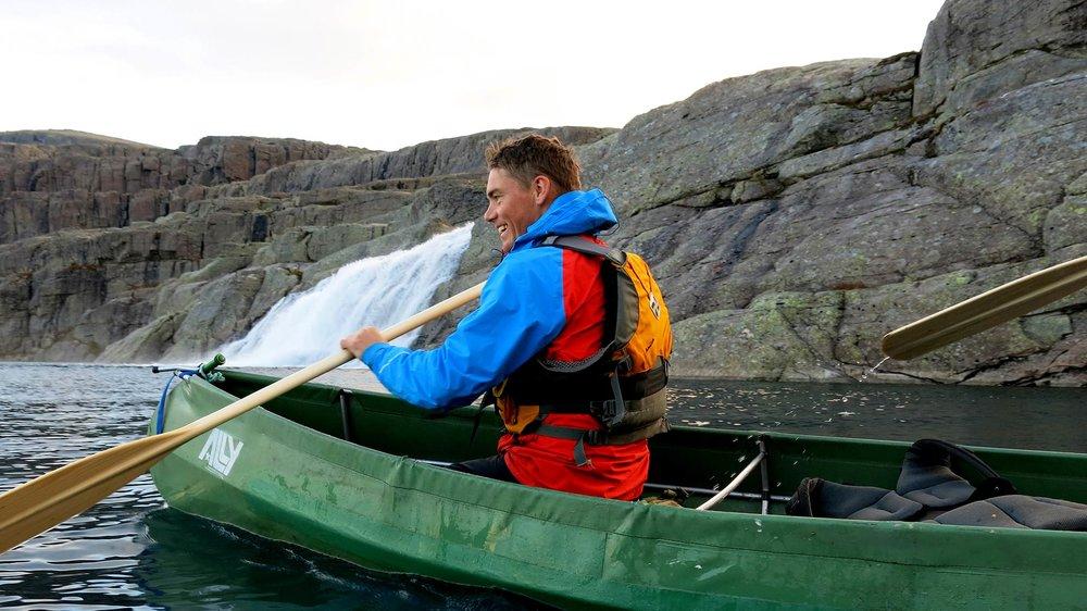 MORGONSTUND:  Synet av fossen inn i Øvre Bredvatnet er ein forfriskande start på dagen.