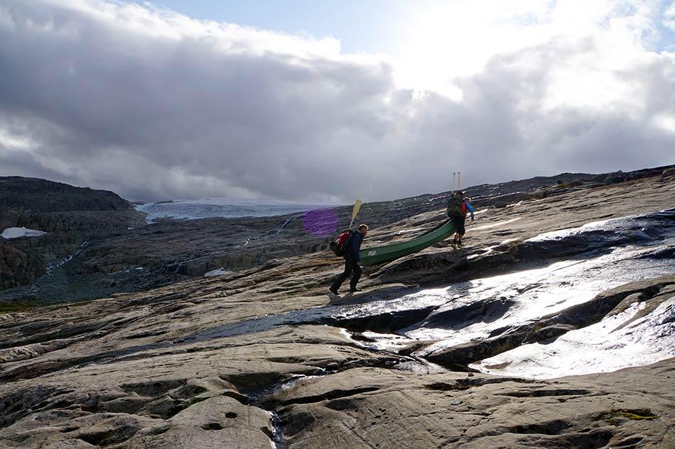 OPPSTIGNING:  Fine svaberg lettar oppstigninga til Ålfotbreen.