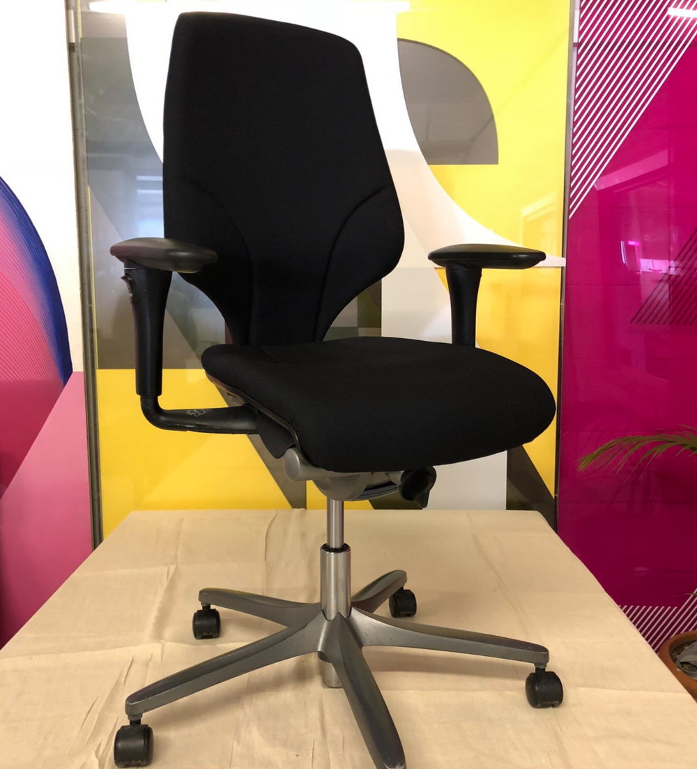 giroflex office chair.png