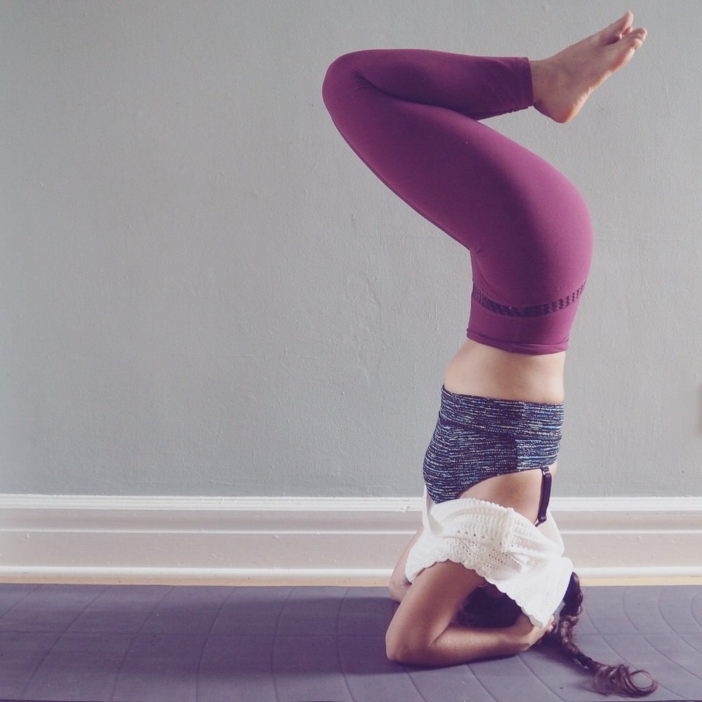 Ely Bakouche headstand