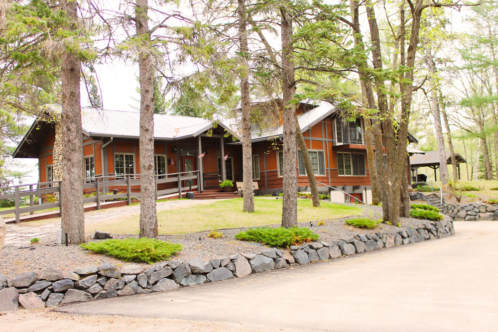 Full-picture-of-the-lodge.jpg