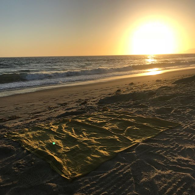 Perfect Meditation Setting 😍🙏🏼🤩 Lunghi, Beach, Sunset #tantra #happiness #tantramassage #goodvibes #tantrayoga #silence #OM #bliss #meditation #satsang #beautyoflife #advaita #enlightenlife #clarity #allaboutgrace #tantric #love #grace #loveyourself #tantricmassage #tantraupyourlife #yoga