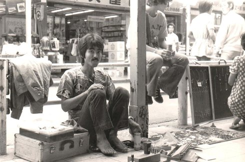 In 1975 Yagi made money by selling handmade jewelry in the Ginza and Roppongi districts in Tokyo.