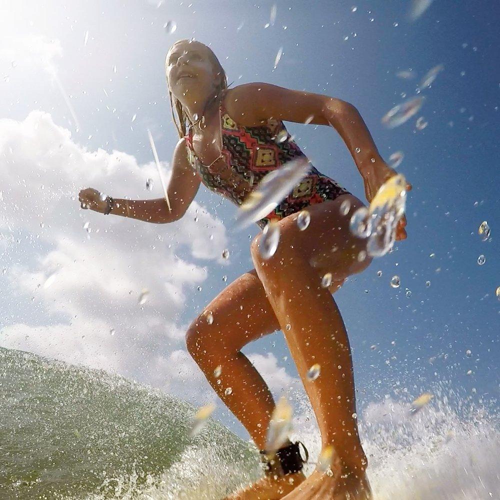 Jag vågsurfar i Playa Venao, Panama