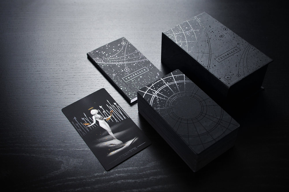 ATIMELESSTAROT - True Black was conceived as a timeless tarot.Every detail, from card thickness to matte finish tohand-painted edges, has been carefully chosen to embody an exacting perfection for the new goldstandard in tarot decks, while the paintings recalla world that is simultaneously ancient and visionary.Truly a cut above.