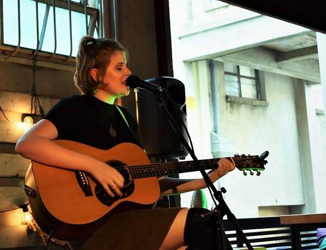 Bec Ellen - Singer-songwriter