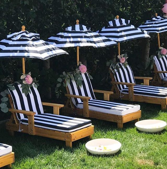 Dying over these lounge chairs decorated with signature @palmsandpetals floral garland  #palmsandpetals #palms #petals #ocflorist #florist #orangecounty #weddingflorist #events #birthdays #flowers