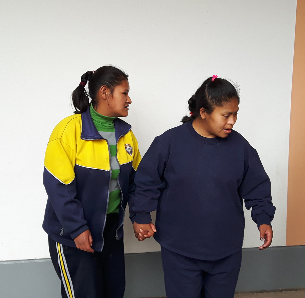 volunteer-with-disable-children-in-peru.png