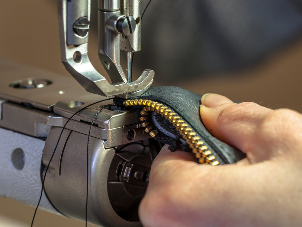 industrial-sewing-machine-operated-in-workshop-P4LGVQY.jpg