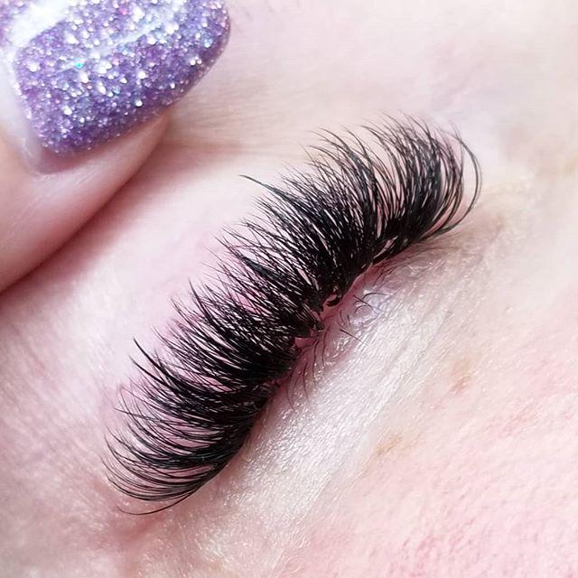 D curl Hybrids ❤ #eyelashextensions #cincinnatieyelashextensions #cincinnatilashes #cincinnatilashartist #lashartist #lashtraining #daytonlashes #russianvolume #russianvolumelashes #handmadefans #handmadevolumefans #lashboss #kimkletmedoyourlashes #eyelashextensiontraining