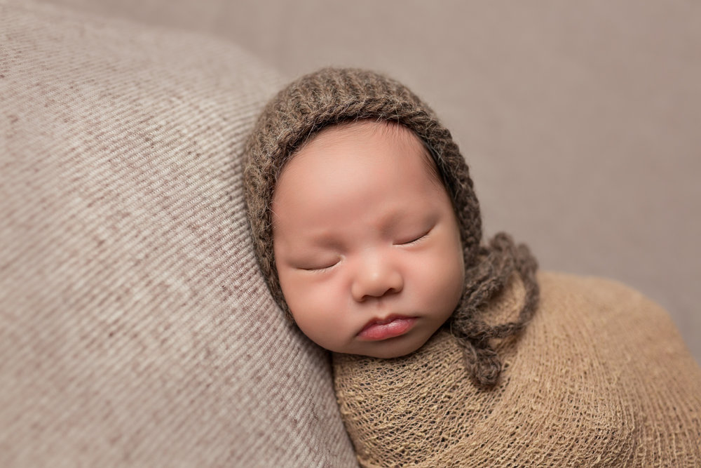 Newborn Photographer in San Diego captures beautiful infant pictures