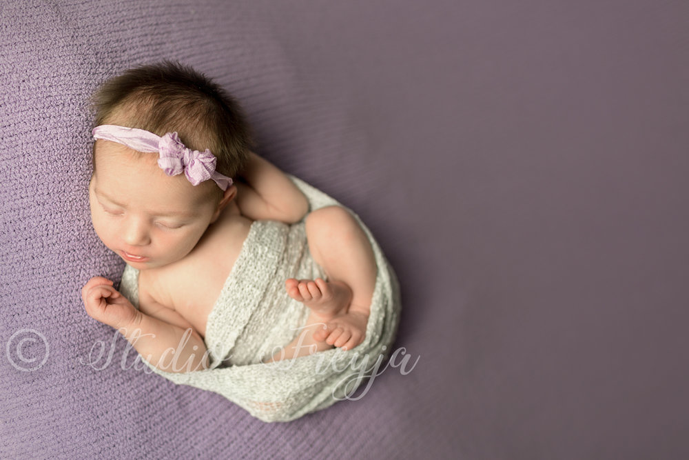 Sleepy girl during Newborn Photography session in San Diego by Studio Freyja