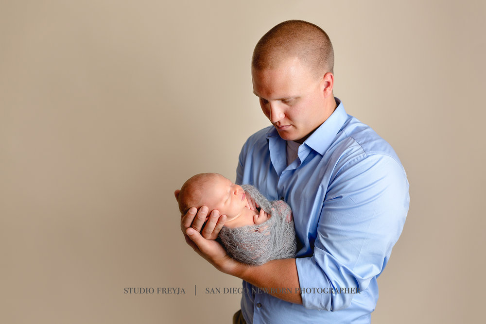 Logan Newborn Pictures Copyright Studio Freyja (6 of 7).jpg