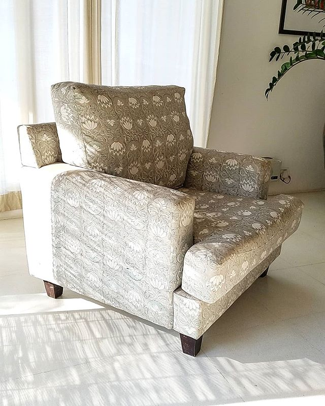 A chair never looked so good.  PADMINI 08 block print adorns this armchair. It's a good option when you want some depth and pattern to your neutral palette. . . . #home #fabrics #textile #interiordesign #upholstery