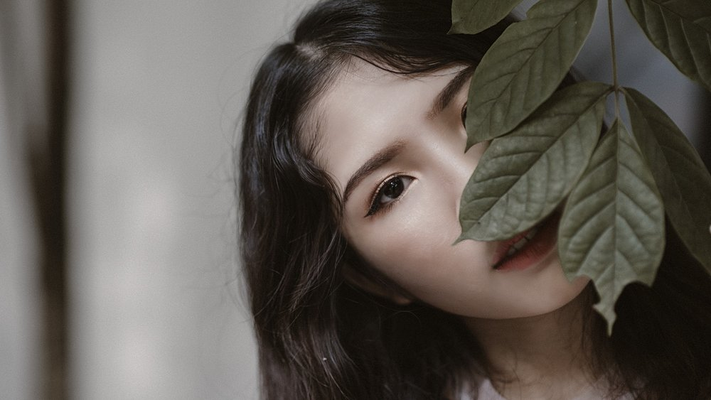 wrinkle-treatment-girl-leaves.jpeg
