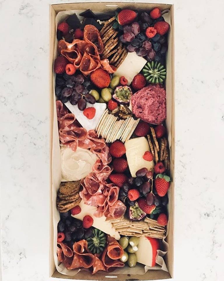 LARGE PLATTER BOX - $130.00 plus deliveryPerfect for 6 - 10 people.Includes:5 x cheese portions (choose your flavours when ordering)4 x cured meats2 x dipsSeasonal fruitMixed olivesAssorted crackersAvailable for delivery to all Brisbane suburbs.ORDER NOW