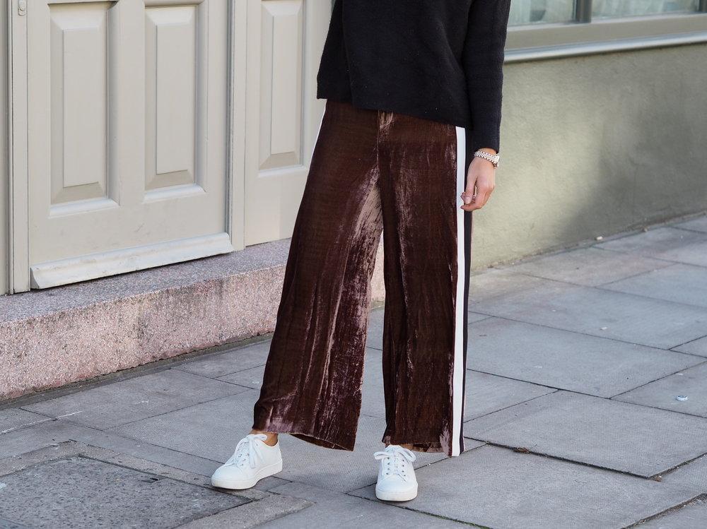 Phoebe-Velvet-Trousers-Image-5