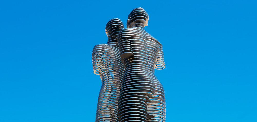 Али-Нино-Скульптура-Бульвар-Батуми-Грузия-Отдых-NAMERANI.jpg