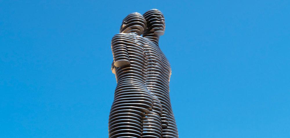 Али-Нино-Скульптура-Отдых-Книга-Бульвар-Батуми-Грузия-NAMERANI.jpg